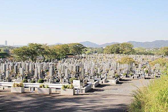 潮見坂平和公園の墓地