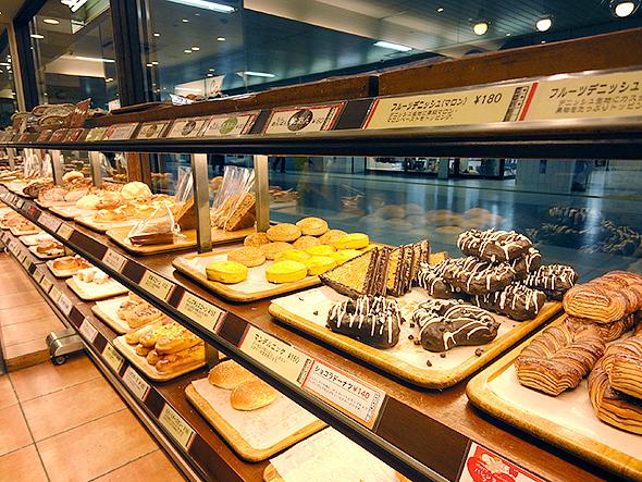 カスカード高蔵寺店パン棚
