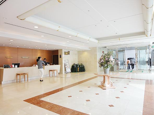 ホテルプラザ勝川ロビー