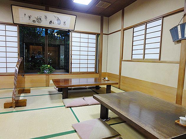 柳川うなぎ料理専門店の店内