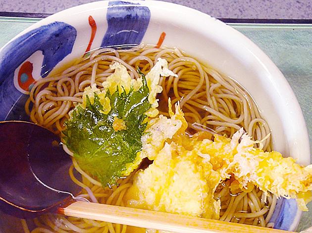 木曽駒高蔵寺店の蕎麦屋さんサンマルシェにあるから気軽に入れるお店です。